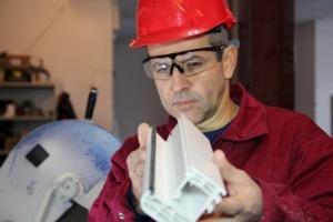 Pracownik produkcji tworzyw sztucznych